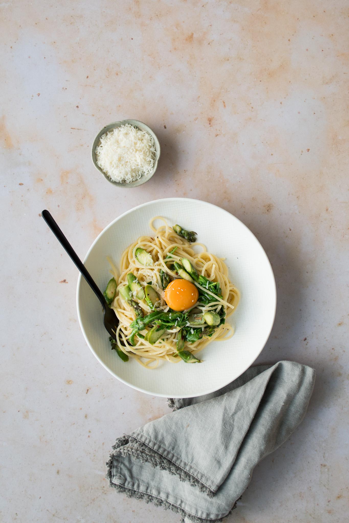 Spaghetti with lemon, asparagus & a golden yolk