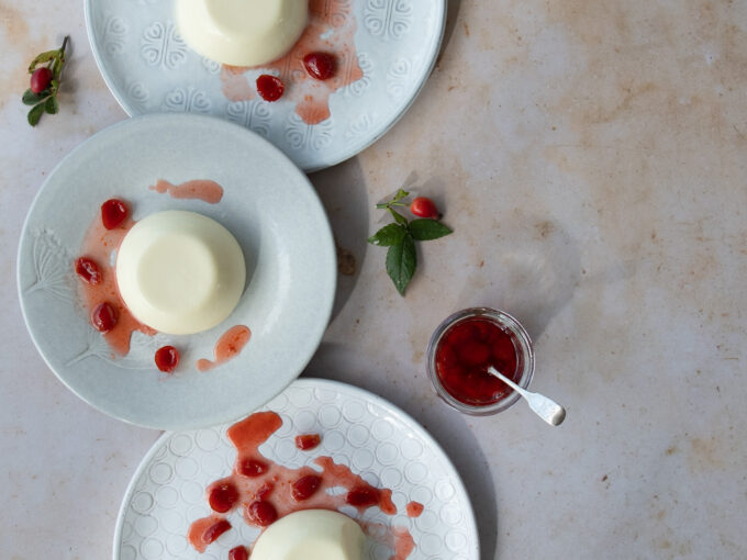 Panna cotta with Rosehip Coulis