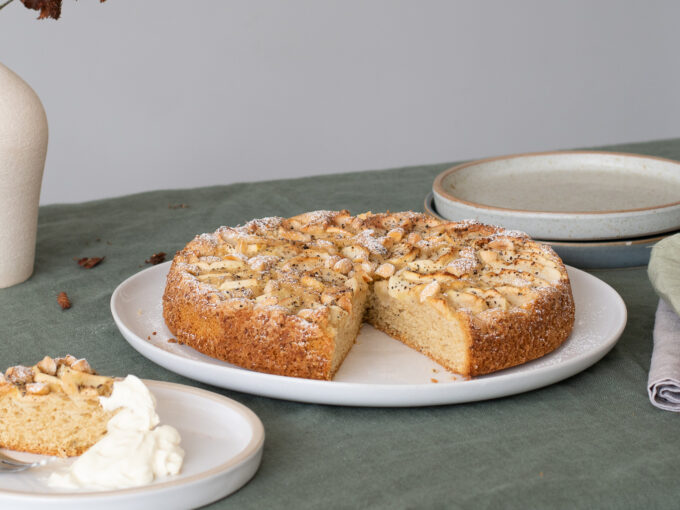 Swedish Apple Cake (Äppelkaka)